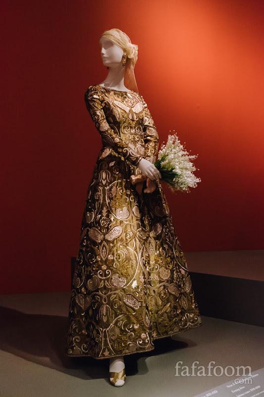 Oscar de la Renta for Pierre Balmain, Evening dress, Autumn/Winter 1998 - 1999.
