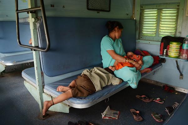 sleeper class индия вагон поезд женщина дети
