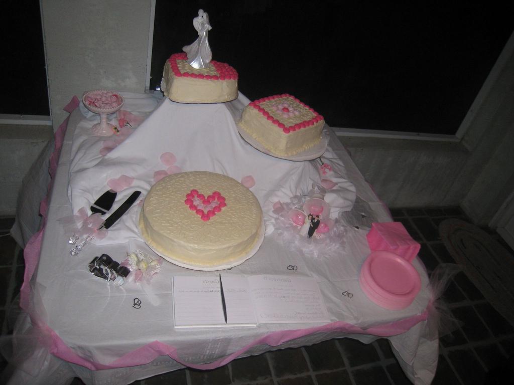 simple-wedding-cake-by-sun-