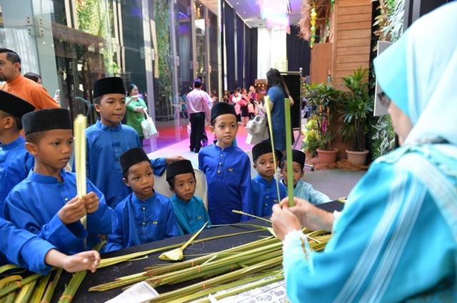Ketupat Weaving with the kids