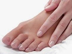 91668851-toes-feet-nails
