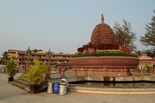 кампот памятник дуриану