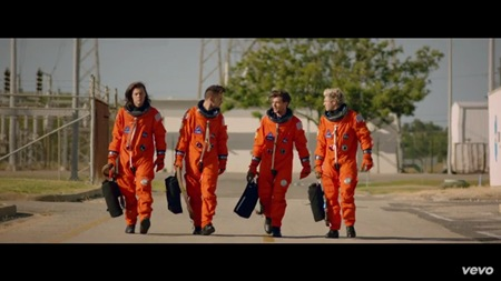 One Direction - Drag Me Down music video