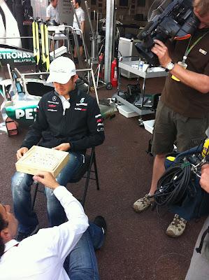 Нико Росберг дает интервью RTL на Гран-при Монако 2011