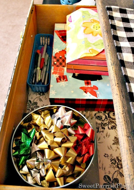 Gift- Wrapping-Station-8