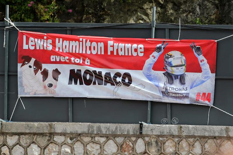 баннер в поддержку Льюиса Хэмилтона на Гран-при Монако 2014