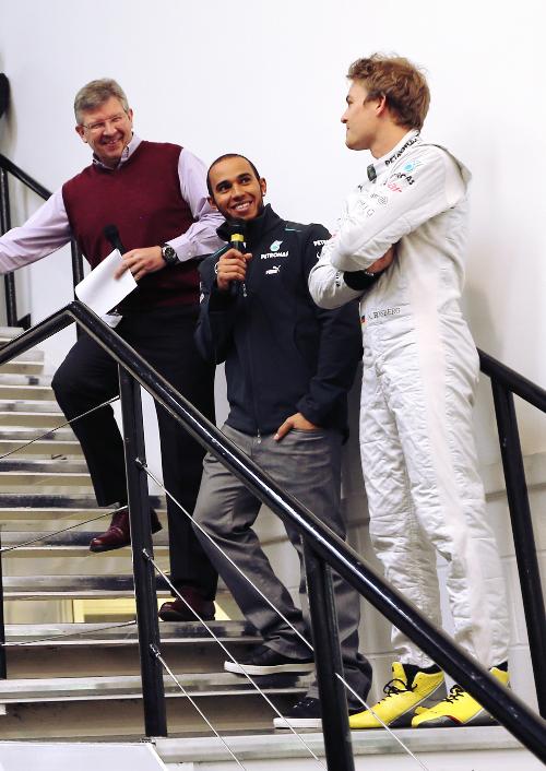 Росс Браун Льюис Хэмилтон Нико Росберг на заводе Mercedes - январь 2013