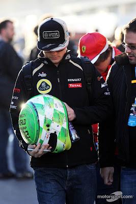 Кими Райкконен и шлем для автографов на Гран-при США 2012
