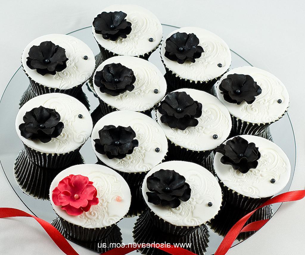 21st Birthday Cupcakes: Red