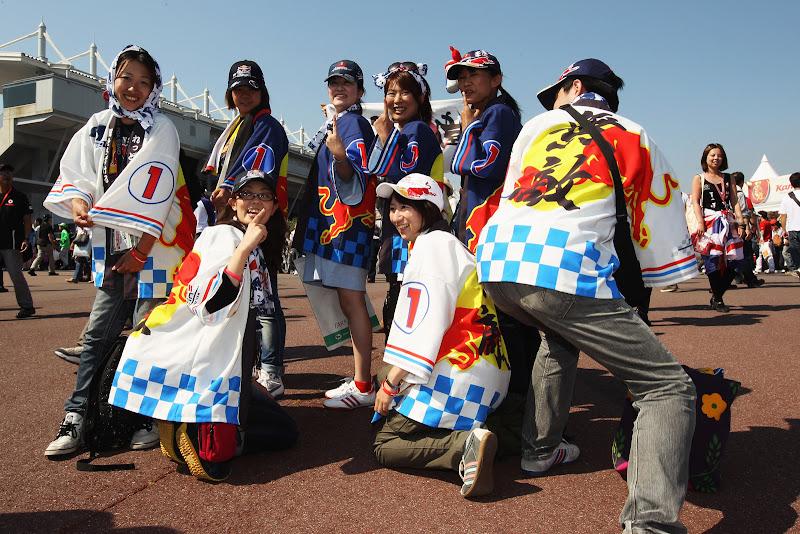 болельщики Себастьяна Феттеля и Red Bull на Гран-при Японии 2011