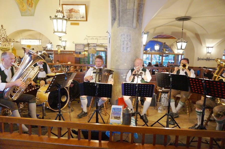 Музыканты в Хофбройхаусе