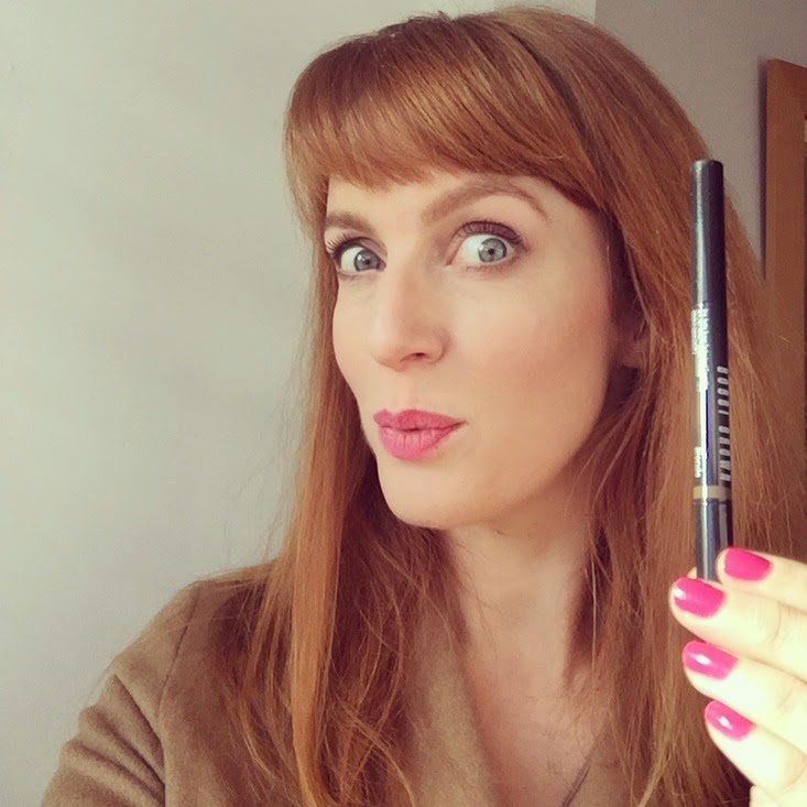 Bobbi Brown Perfectly Defined Long-Wear Brow Pencil | Strawberry ...