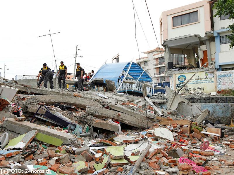 Dos fuertes réplicas sacuden zonas afectadas por terremoto en Ecuador