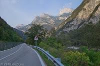 Zurück in die östlichen Dolomiten über Forni di Sotto und Forni di Sopra durch das Tal des oberen Tagliamento (Foto) und der enorm kurvenreichen westseite des Passo della Mauria (1298m).