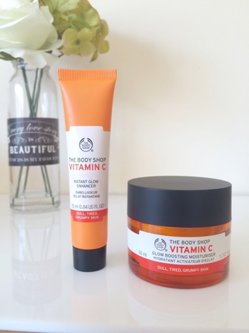 The Body Shop Vitamin C Glow Boosting Moisturiser review, The Body Shop Vitamin C Glow Enhancer review, The Body Shop, How to get glowy skin, Vitamin C products