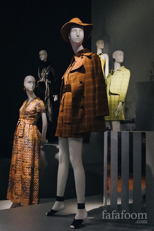 Oscar de la Renta, Ensemble: coat, jumpsuit, and hat, Fall 1969.