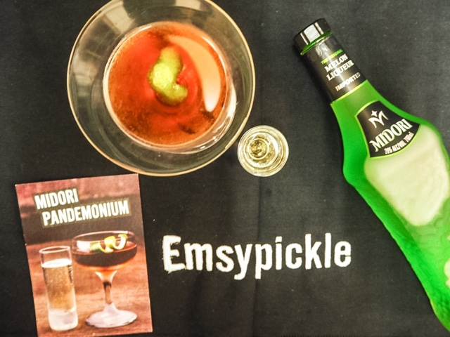halloween-cocktails-midori-gin-prosecco-cocktail-midori-pandemonium-recipe