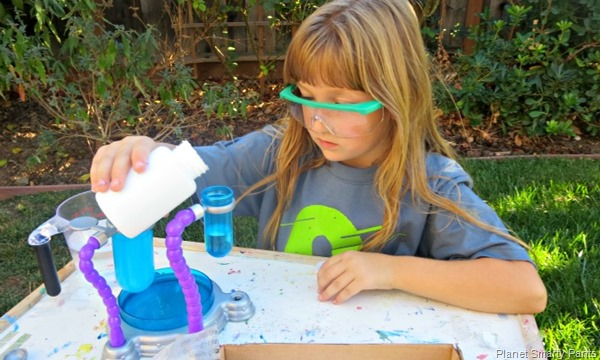 A classic experiment every child should try: slime