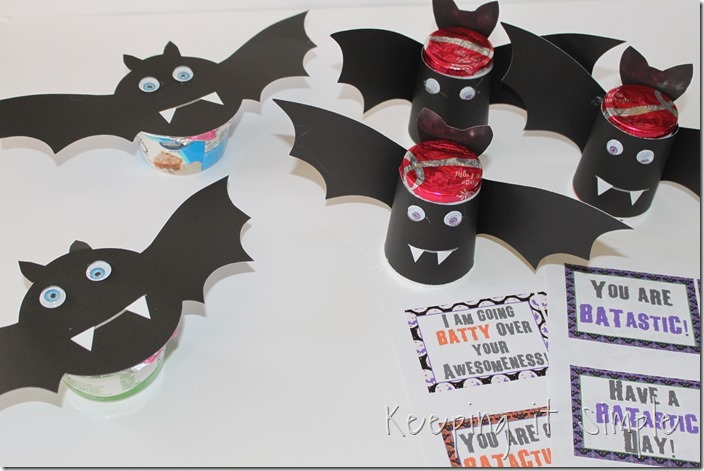 #ad Halloween-snack-idea-Bat-yogurt-with-printable #SnackandSmile (6)