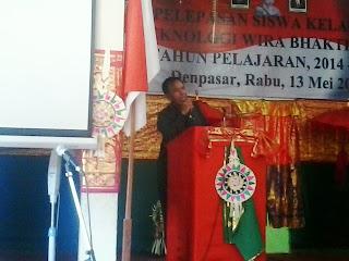 Kepala Sekolah SMK T Wira Bhakti Denpasar memberikan sambutan