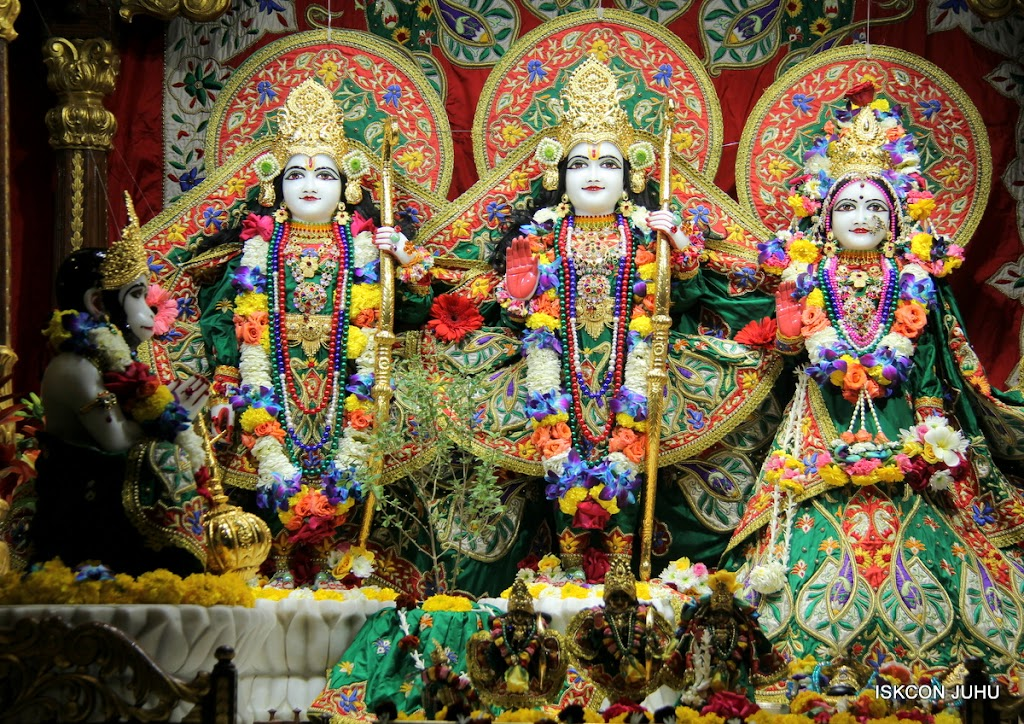ISKCON Juhu Sringar Deity Darshan 09 Feb 16 (27)