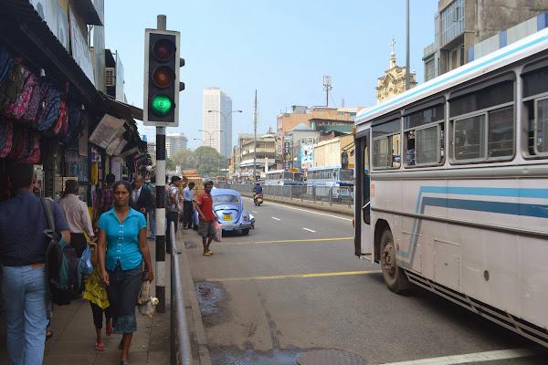 Улицы Коломбо, Шри Ланка, возле рынка Pettah