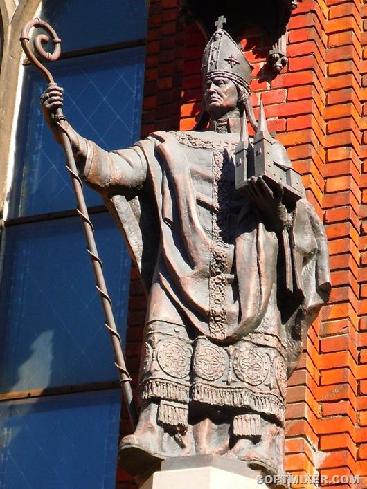 2_епископ-Альберт-на-фасаде-домского-собора