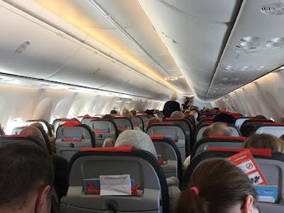 Bilde fra en fullsatt flykabin
