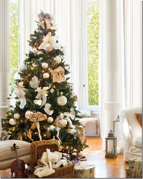 8 idee per decorare l 39 albero di natale case e interni for Decorare stanza natale