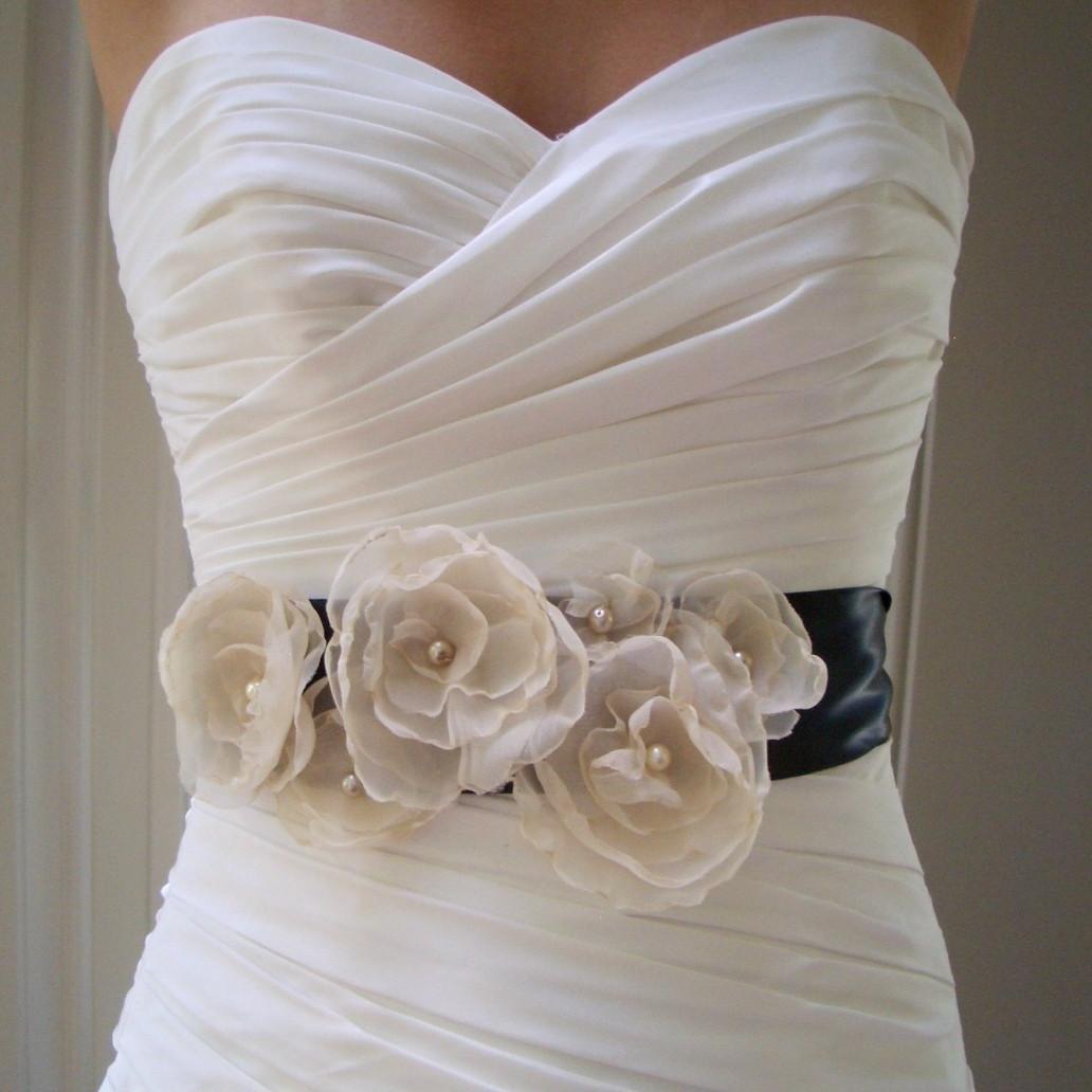 ivory and black wedding ideas