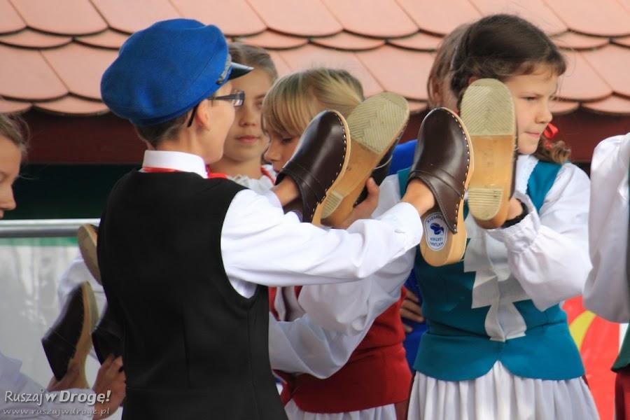 Świeckie Gzuby na Święcie Bałabuna 2015 - tańczą korkarz
