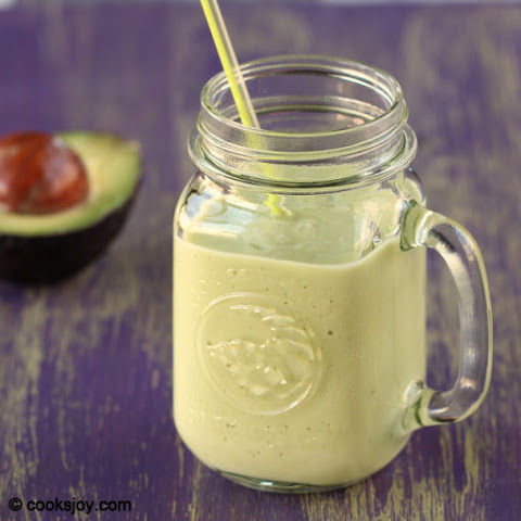 Avocado Banana Milkshake (Smoothie)