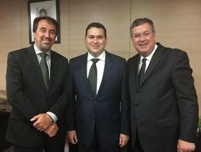 Beto Rosado com o ministro Geilberto Occhi e o secretário Osvaldo Garcia ok