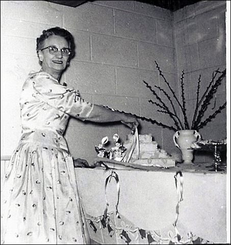 BOWDEN_Florence cutting cake at 50th Wed Anniver 1956 - Copy