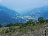 Auf der Westrampe hoch zum Col de Joux. Blick hinunter ins Aostatal.