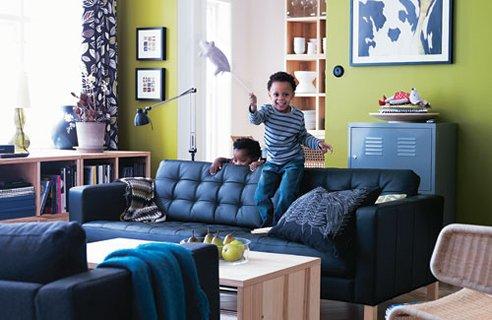 harmonisch, wohnzimmer mit grüner wand