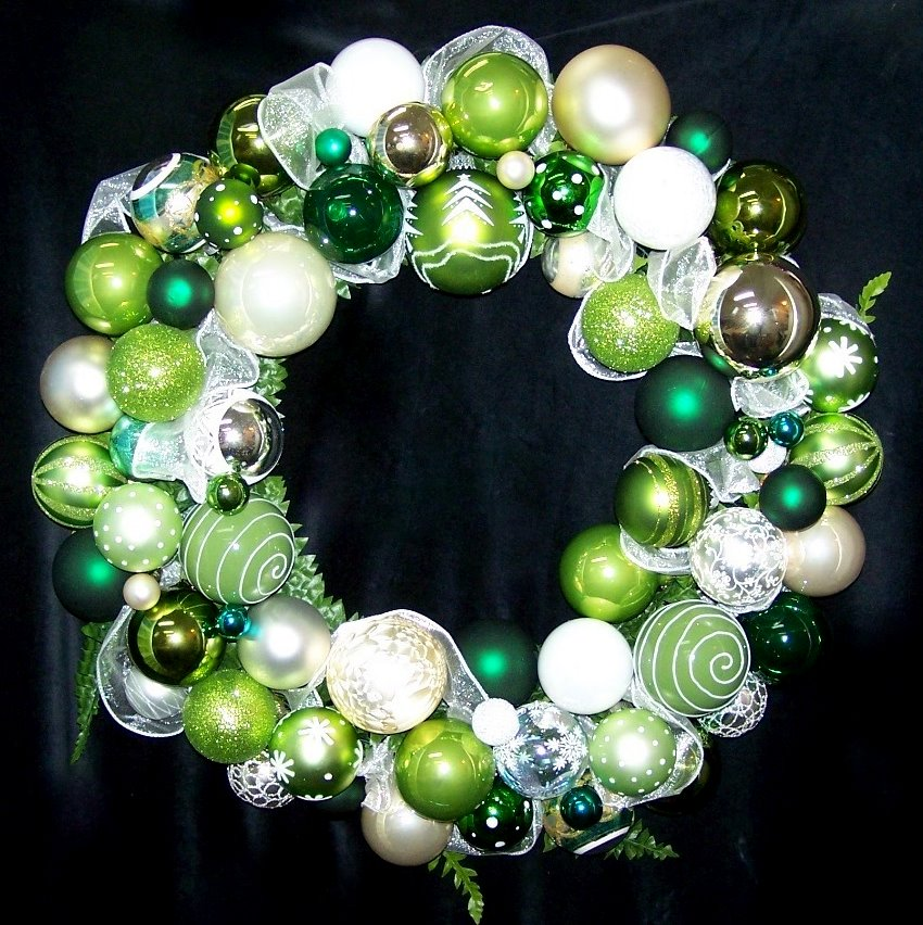 OWR8031 Spearmint Christmas Ornament Wreath