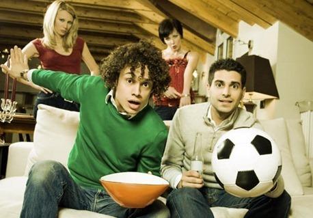 homens-assistindo-futebol-blog-amigo-macho