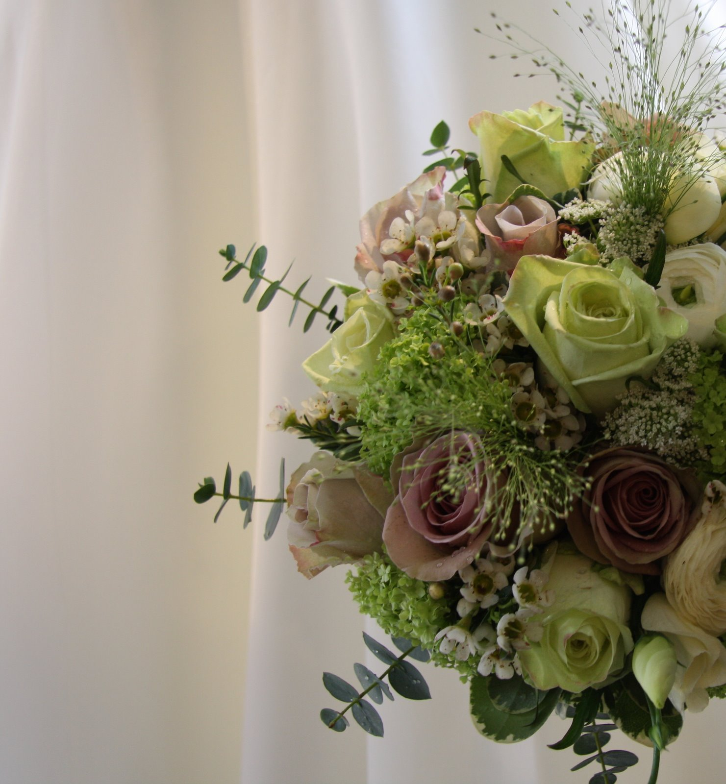 I love this pale green wedding