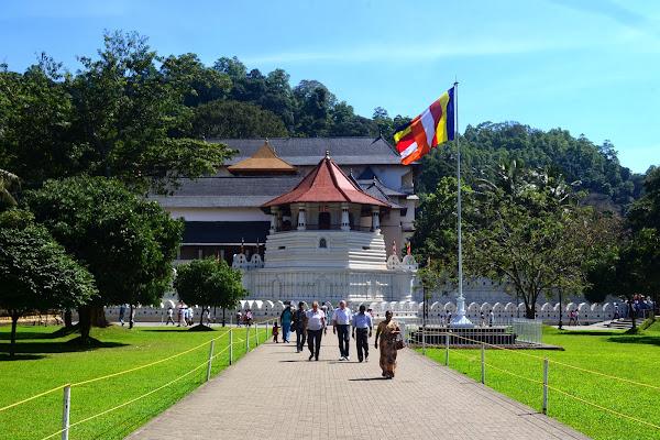 Храм зуба Будды, Канди, Шри Ланка
