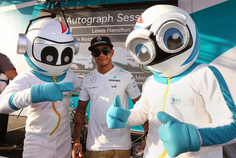 Льюис Хэмилтон и инопланетяне Яс Марины на Гран-при Абу-Даби 2013