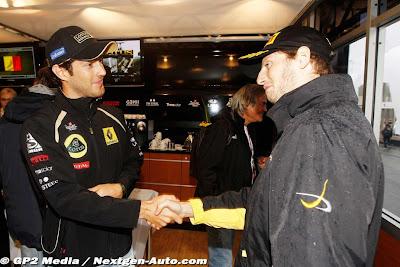 Бруно Сенна поздравляет Ромэна Грожана с титулом в GP2 на Гран-при Бельгии 2011