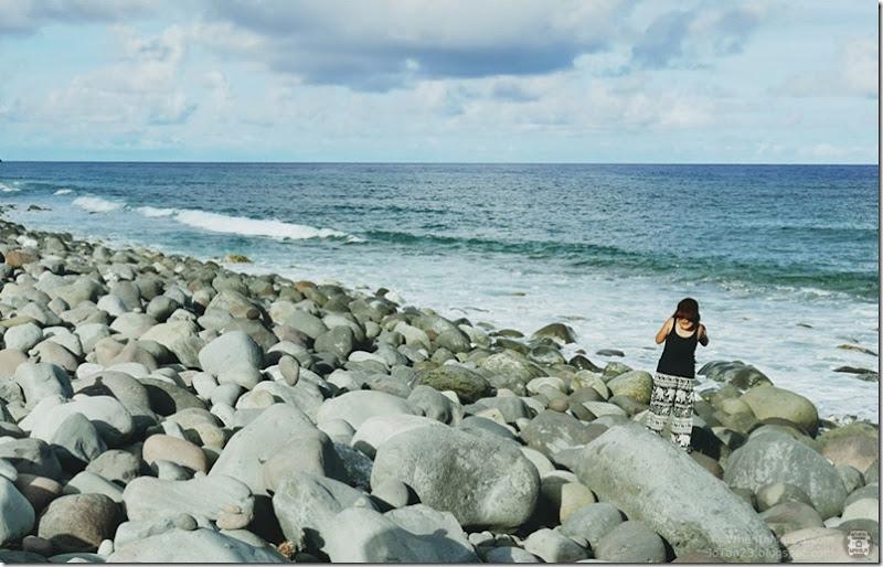 Batanes-Philippines-jotan23-Boulder Beach Chanpan Valugan (2)