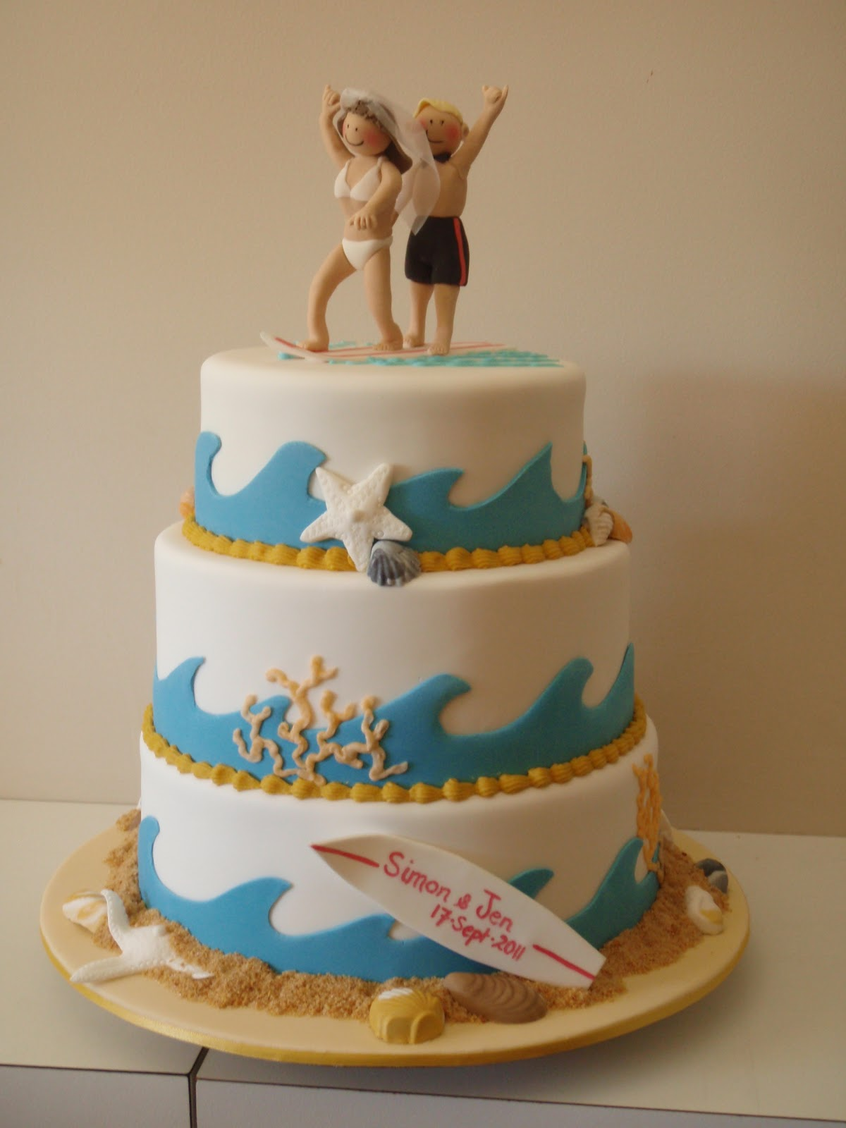 Surfing Couple wedding cake