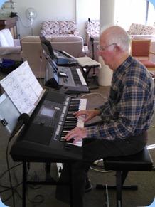 Peter Jackson playing his Yamaha PSR-S950