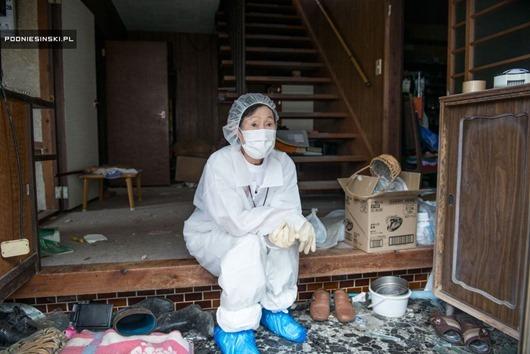 fukushima-protectivegear.jpg.990x0_q80_crop-smart