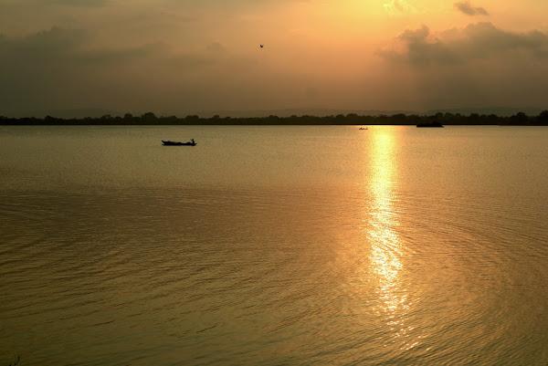 Закат на озере Паракрама Самудра, Полоннарува, Шри Ланка