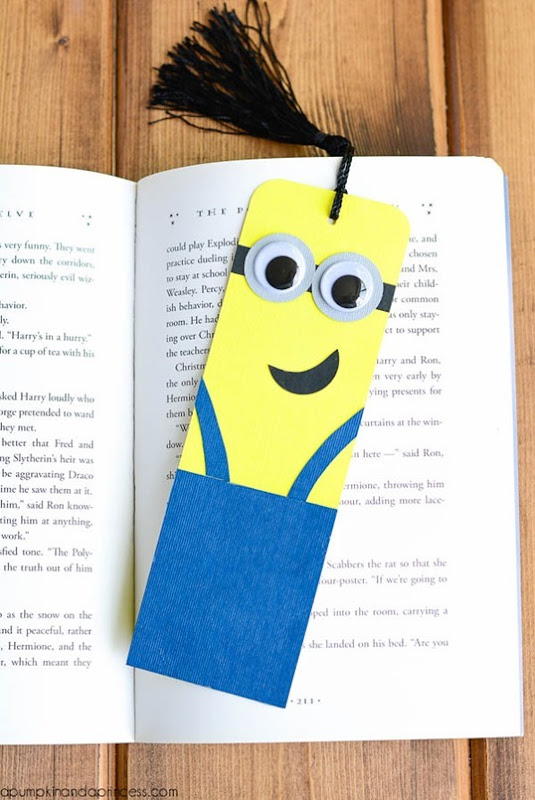 DIY-Minion-Bookmark-Tutorial