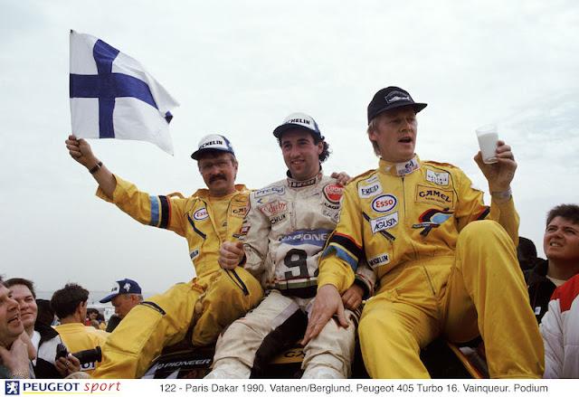 122 - Paris Dakar 1990. Vatanen/Berglund. Peugeot 405 Turbo 16. Vainqueur. Podium