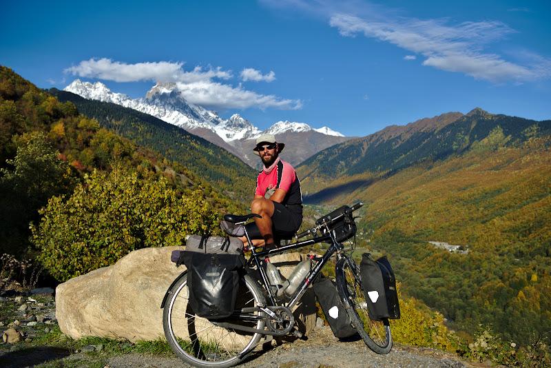 Si poza cu Ushba in fundal, cel mai spectaculos varf din Caucaz.